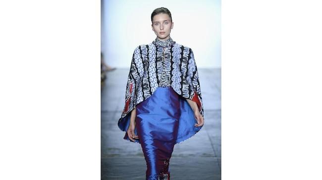 Sebanyak 24 model tampil membawakan busana dari ketiga desainer, dari batik, busana muslim, sampai couture. (Fernanda Calfat/Getty Images for Indonesian Diversity/AFP)
