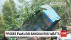 Polisi Melakukan Evakuasi Bangkai Bus Wisata di Sukabumi