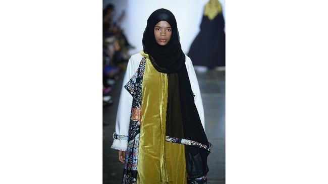 """""""Ini untuk keempat kalinya saya ikut NYFW. Biasanya saya membawa kain tradisional, kali ini saya membawa printing dan casual collection yang ready to wear,"""" kata Vivi. (Fernanda Calfat/Getty Images for Indonesian Diversity/AFP)"""
