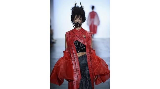 Ada tiga desainer Indonesia yang unjuk gigi di gelaran fesyen dunia tersebut. (Fernanda Calfat/Getty Images for Indonesian Diversity/AFP)