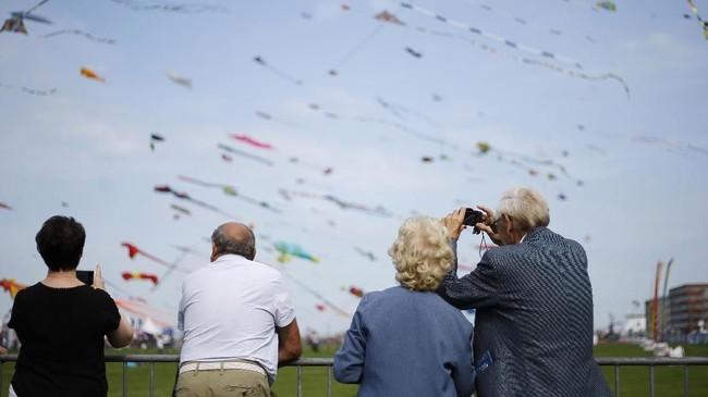 Dieppe's Kite Festival tentu saja menjadi atraksi menarik bagi turis mancanegara yang kebetulan sedang berwisata musim panas di Perancis.