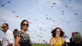 Dieppe's Kite Festival digelar setiap musim panas dan tak dipungut bayaran. Pengunjung yang datang bisa sekaligus berpiknik di sini.