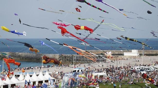 Dieppe's Kite Festival digelar setiap tahunnya sejak 1980-an. Tahun ini ialah penyelenggaraan yang ke-20. Ini adalah festival layang-layang terbesar di dunia.