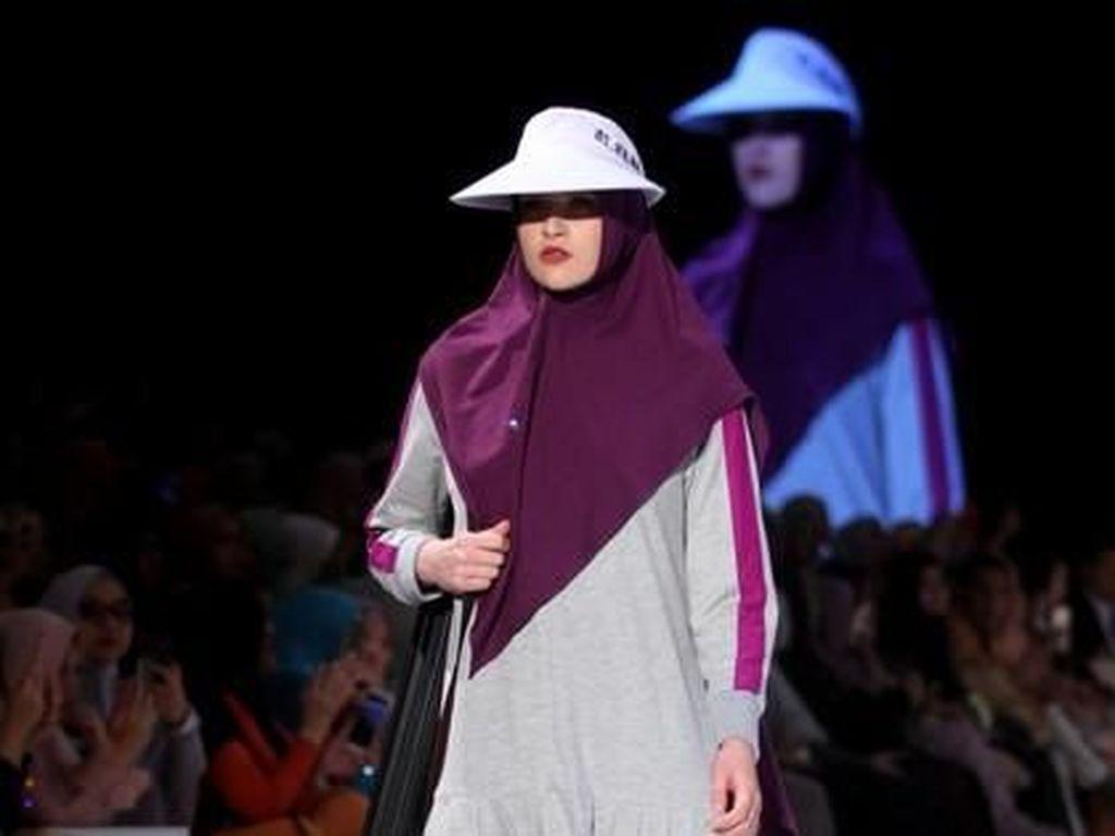 Gaya Olahraga Artis-artis yang Sudah Hijrah, Mulan Jameela Pakai Gamis