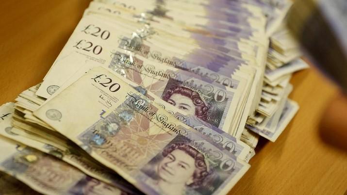 Semakin banyaknya dukungan pemangkasan suku bunga bank sentral Inggris (Bank of England/BoE) membuat poundsterling terus merosot.