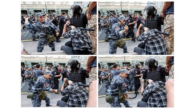 Sejumlah foto unjuk rasa di St. Petersburg pun langsung viral di media sosial. Selain gambar polisi yang memukuli demonstran, foto polisi menangkap seorang bocah dan seorang pensiunan pun dengan cepat menyebar. (REUTERS/Sergei Karpukhin)