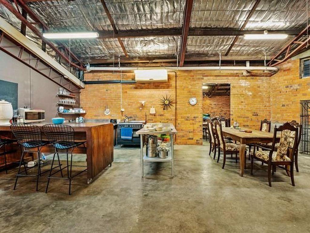 Ruang makan juga dibuat cukup terbuka hingga nampak luas.Foto: Dok. Boredpanda