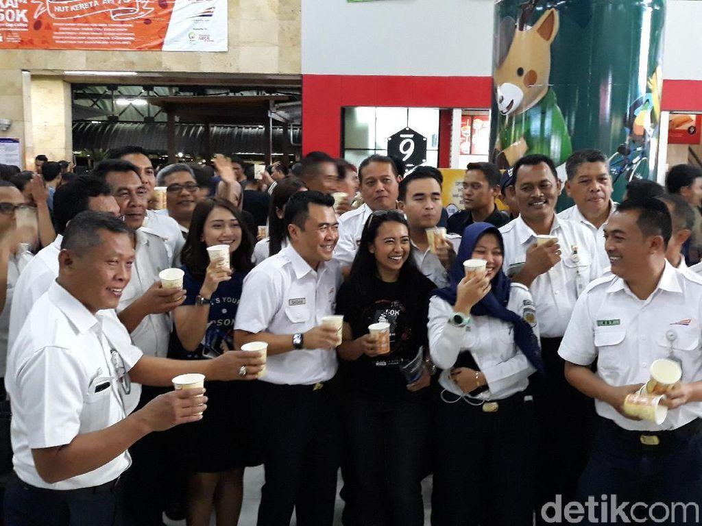 Untuk di Jakarta, acara Ngopi Bareng KAI dilakukan di Stasiun Gambir dan Staisun Pasar Senen oleh KAI DAOP 1 Jakarta.Foto: Danang Sugianto/detikFinance