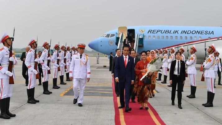 Presiden Joko Widodo telah menyampaikan keluhan industri otomotif nasional kepada Presiden Vietnam Trần Đại Quang dalam kunjungan kenegaraan ke Hanoi.