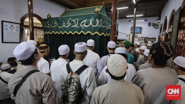 Habib Husein merupakan salah satu ulama berasal dari Yaman, menyebarkan agama Islam hingga meninggal Kampung Luar Batang. (CNN Indonesia/Adhi Wicaksono)