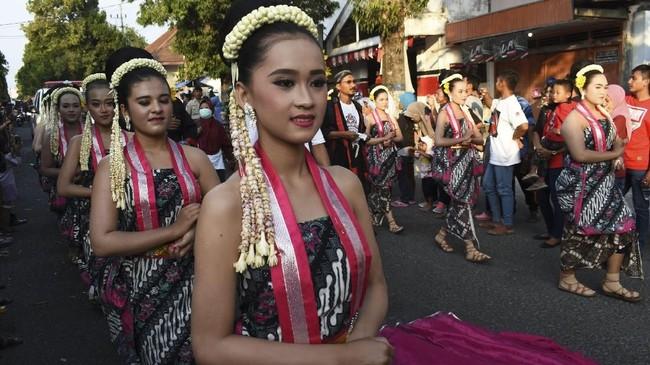 Kirab juga diadakan dalam rangka memeriahkan Hari Jadi ke-522 Kabupaten Ponorogo. (Antara/Siswowidodo)