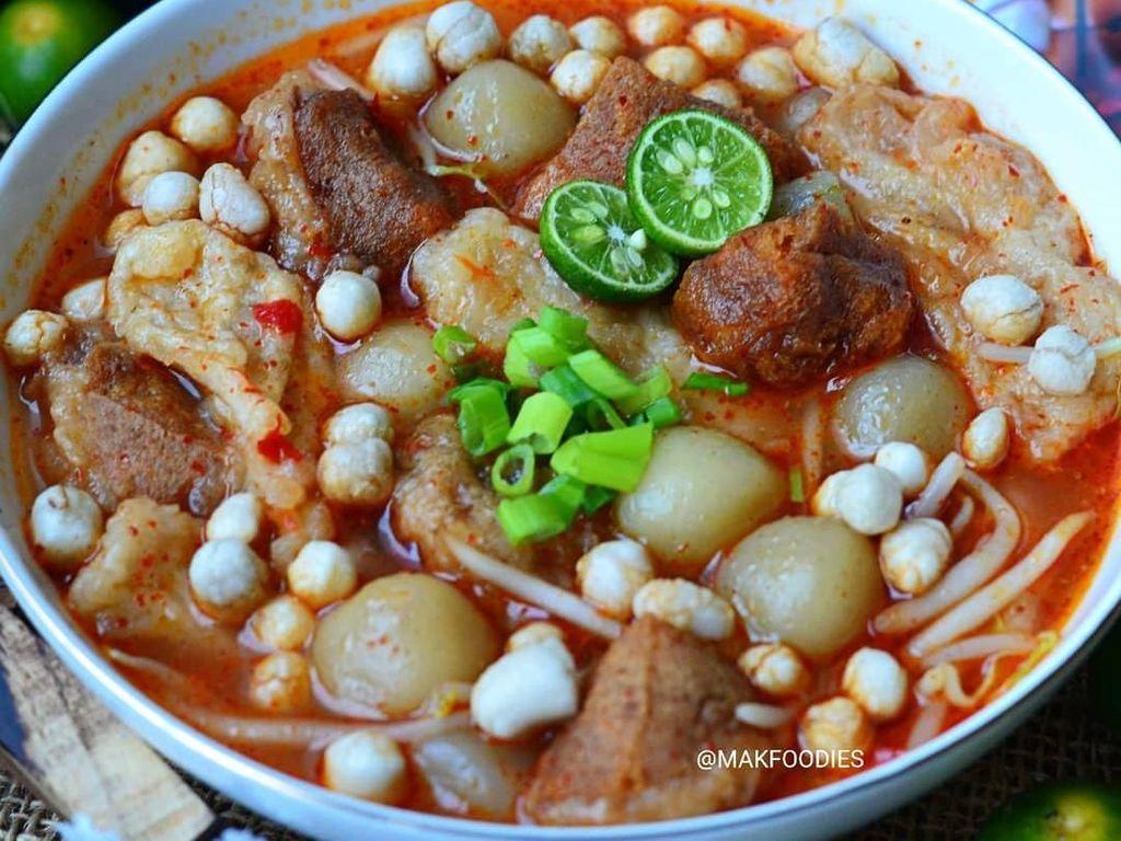 Baso aci bisa dibilang makanan kekinian yang cepat mendapat perhatian banyak foodies. Jadi tak heran banyak yang berburu camilan gurih ini. Foto : instagram @makfoodies