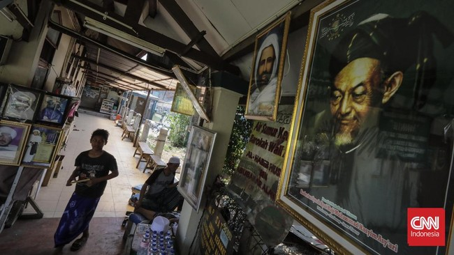 Begitulah masjid bersejarah. Ia tak sekadar tempat sujud tetapi menjadi pusat interaksi religius umat Islam dari berbagai daerah. (CNN Indonesia/Adhi Wicaksono)