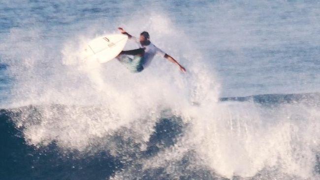 Menghindari Serangan Hiu Saat Surfing