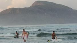 Komunitas Surfing di Hawaii Ajak Kaum Disabilitas Berselancar