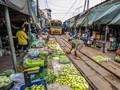 Pemandangan 'Ngeri' di Pasar Kereta Api Mae Klong
