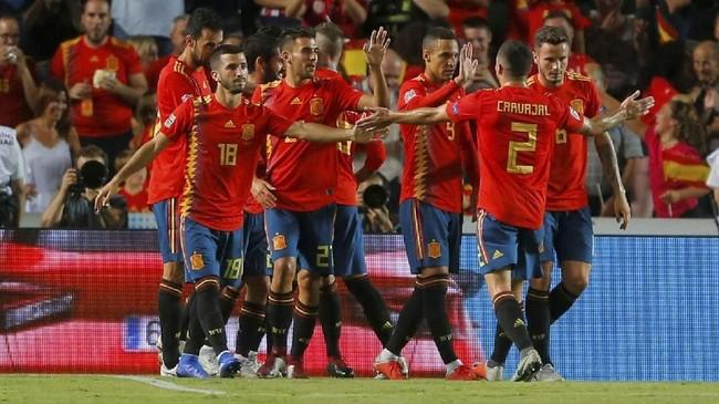 Timnas Spanyol kini mengoleksi enam poin dari dua laga yang mereka jalani. Kini mereka berpeluang besar lolos ke babak empat besar UEFA Nations League. (REUTERS/Heino Kalis)