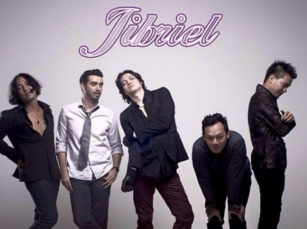 Ozzy Albar dikenal sebagi vokalis Jibril, bandnya bersama sang adik, Fachri Albar.Dok. Instagram/ozzy_albar