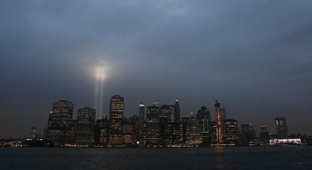 Penampakan Cahaya Lampu Penghormatan 17 Tahun Tragedi WTC