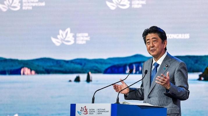 Bukan XI Jinping, Kali Ini Shinzo Abe 'Hilang' karena Corona?