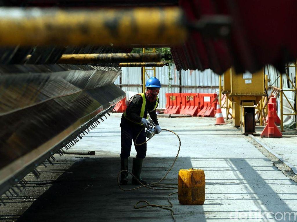Pabrik seluas 6 hektare (Ha) ini memproduksi U-Shaped Girder (USG) dan U-Box Girder (UBG).