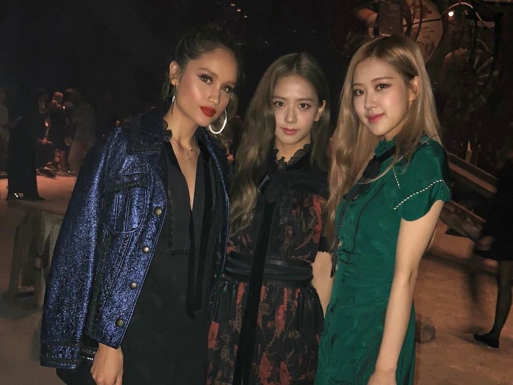 8 Gaya Stylish Cinta Laura di New York Fashion Week hingga Bertemu Blackpink