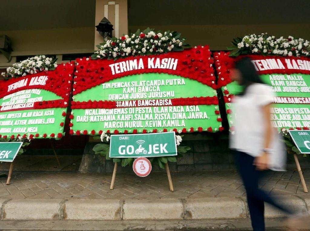 Karangan bunga yang diberikan itu cukup melalui fitur khusus di aplikasi GO-JEK, kepada para atlet pencak silat Indoesia yang berhasil menyabet 14 dari 31 medali emas dalam gelaran Pesta Olahraga Terbesar Asia 2018.Foto: dok. Gojek