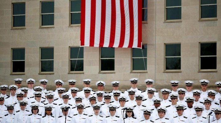 The U.S. Navy Glee Club performs during the 17th annual September 11 observance ceremony at the Pentagon in Washington, U.S., September 11, 2018.      REUTERS/Joshua Roberts      TPX IMAGES OF THE DAY