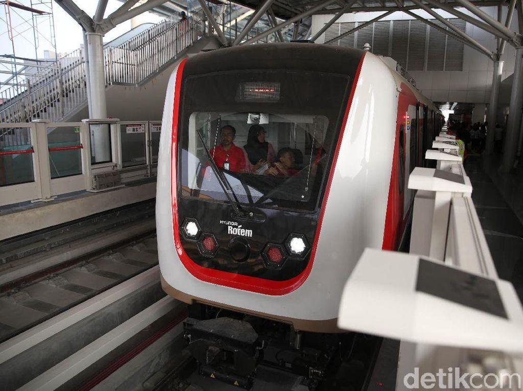PT Jakarta Propertindo (Jakpro) melakukan proses uji coba moda transportasi LRT Jakarta secara terbatas.