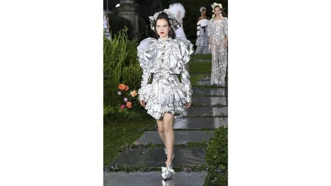 Mulleavys membuat gaun-gaun yang terinspirasi dari dongeng yang romantis. (Slaven Vlasic/Getty Images/AFP)