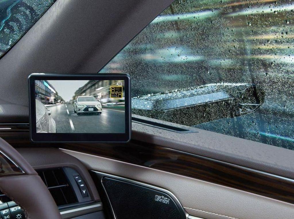 Digital Outer Mirrors menawarkan visibilitas yang bisa diperluas saat mobil berbelok atau sedang mundur. Foto: Dok. Lexus
