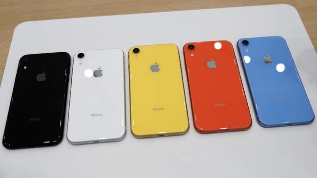 SementaraiPhone XR menjadi ponsel termurah Apple yang dibekaliliquid retina display 6,1 inci,layar LCD 1792x828 dengan 1,4 juta pixel dan kerapatan 326 ppi. REUTERS/Stephen Lam
