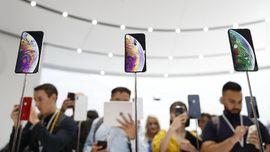 Desain iPhone Baru Disebut Tak Pas di Saku Celana Perempuan