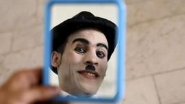 FOTO: Niat 'Charlie Chaplin' Hapus Duka Afghanistan