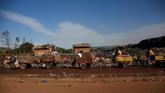 Sampah menjadi salah satu masalah di Mali. Ledakan populasi penduduk membuat produksi sampah meningkat. (REUTERS/Luc Gnago)