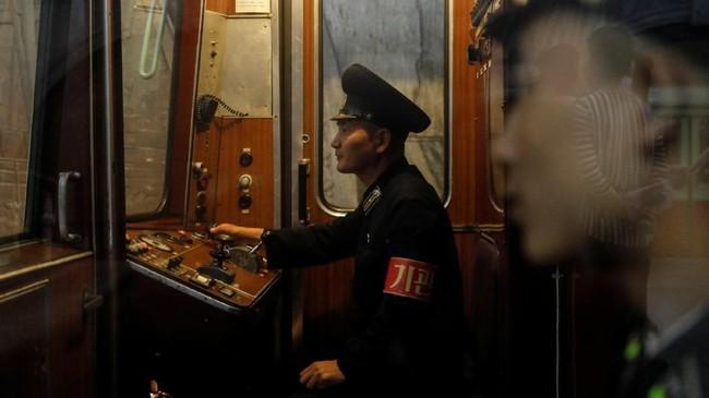 Jalur kereta di Korea Utara juga terhubungan dengan