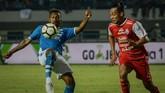 Pertandingan antara Persib dan Arema FC yang berlangsung sengit hingga akhir laga dimenangkan tuan rumah dengan skor 2-0. (ANTARA FOTO/Raisan Al Farisi/hp/18)
