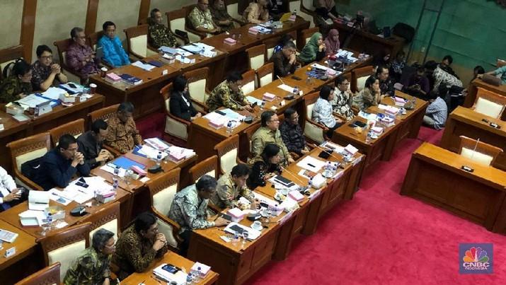 Dewan Perwakilan Rakyat (DPR) menyetujui untuk meneruskan pembahasan Rancangan Undang-undang (RUU)