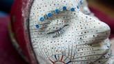 Riasan tradisional ini telah dilakukan wanita Bosnia, terutama di wilayah Zhupa, secara turun-temurun. Namun keberadaannya kini terancam mode pernikahan modern. (AFP PHOTO / ARMEND NIMANI)