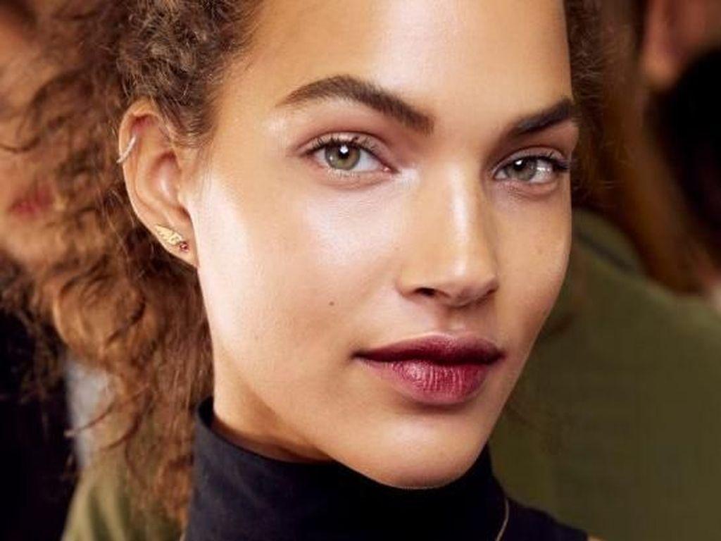 8 Tren Kecantikan di New York Fashion Week, Bibir Glitter Hingga Glossy Look