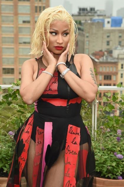 Foto: Gaya Seksi Nicki Minaj di NYFW Setelah Dilempar Cardi B Sepatu