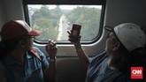 Selama ujicoba sejak 15 Agustus lalu, kereta LRT dioperasikan mulai dari pukul 14.00-17.00 WIB setiap hari Senin hingga Jumat.(CNN Indonesia/ Hesti Rika)