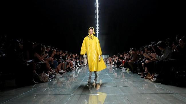 Warna-warni ala Jacobs mampu memuaskan penikmat fesyen.