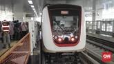 Penentuan tarif hingga kini masih belum diputuskan, lantaran menunggu proses pembangunan LRT rampung.(CNN Indonesia/ Hesti Rika)