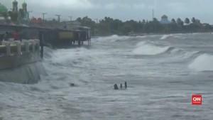 VIDEO: Karena Cuaca Buruk, Pantai Mampie Sepi Pengunjung