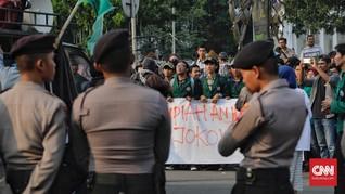 Delapan Polisi Terluka Kawal Mahasiswa Demo Jokowi