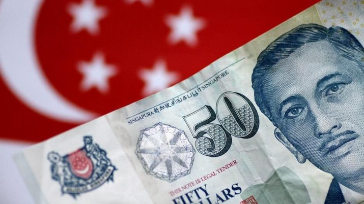FILE PHOTO: A Singapore dollar note is seen in this illustration photo May 31, 2017. REUTERS/Thomas White/Illustration/File Photo