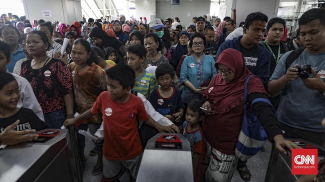 Uji coba LRT Jakara dilakukan dengan menempuh jarak sekitar 5,8 km dari Kelapa Gading menuju Velodrome. (CNN Indonesia/ Hesti Rika)