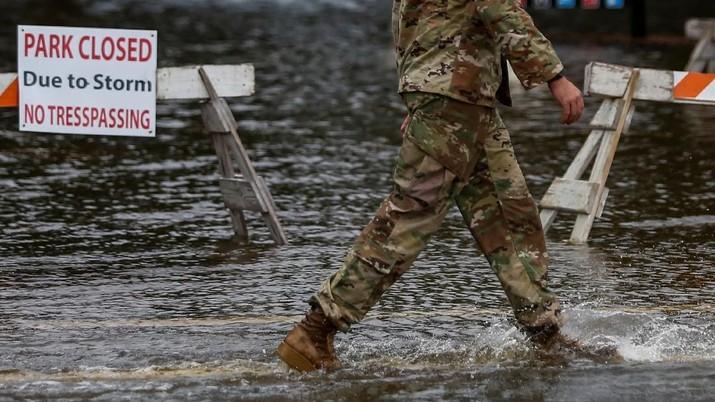 Terjangan Badai Florence Menghanyutkan Wilayah Carolina AS