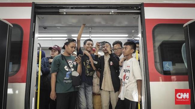 PT LRT Jakarta menargetkan kereta Light Rail Transit (LRT)Jakarta ditargertkan bisa beroperasi pada akhir 2018 atau awal 2019. (CNN Indonesia/ Hesti Rika)